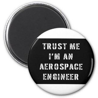 Confíe en que yo es ingeniero aeroespacial imán redondo 5 cm