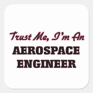 Confíe en que yo es ingeniero aeroespacial calcomania cuadradas