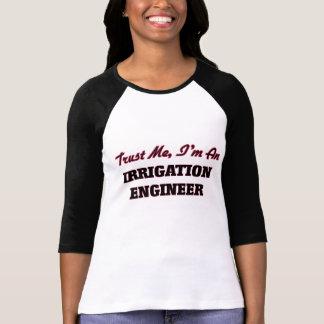 Confíe en que yo es ingeniero de la irrigación camisetas
