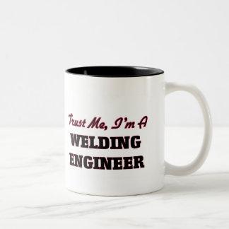 Confíe en que yo es ingeniero de la soldadura taza de dos tonos