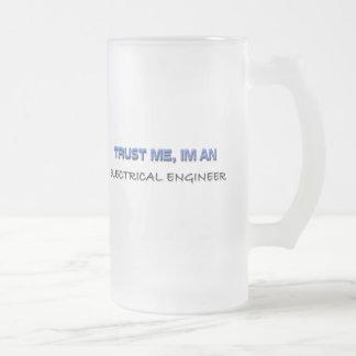 Confíe en que yo es ingeniero eléctrico taza