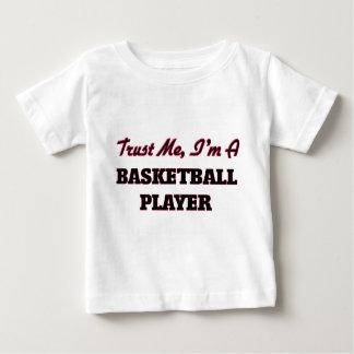 Confíe en que yo es jugador de básquet playeras