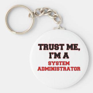 Confíe en que yo es mi administrador de sistema llavero redondo tipo pin