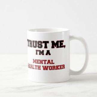 Confíe en que yo es mi ayudante de sanidad mental taza básica blanca
