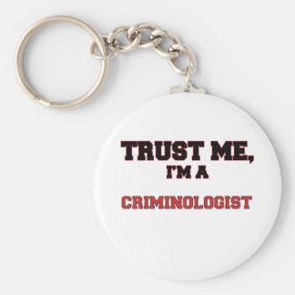 Confíe en que yo es mi criminalista llavero redondo tipo pin