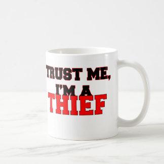 Confíe en que yo es mi ladrón taza de café