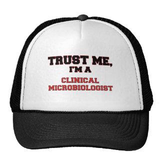 Confíe en que yo es mi microbiólogo clínico gorras
