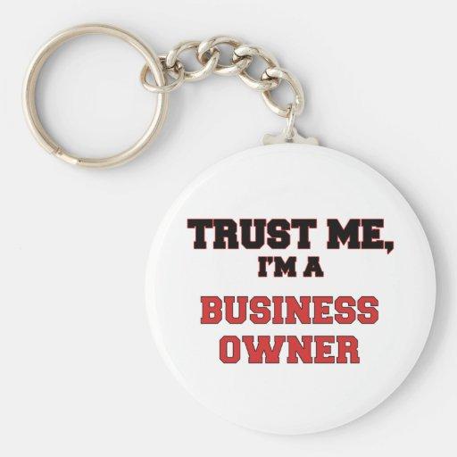 Confíe en que yo es mi propietario de negocio llavero redondo tipo pin