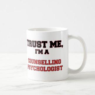 Confíe en que yo es mi psicólogo de asesoramiento taza de café