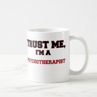 Confíe en que yo es mi psicoterapeuta taza de café