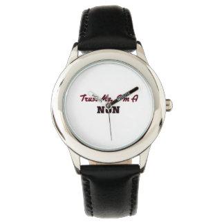 Confíe en que yo es monja relojes de mano