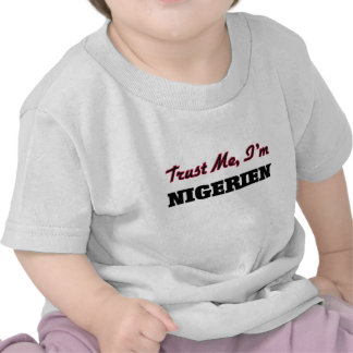 Confíe en que yo es Nigerien Camiseta