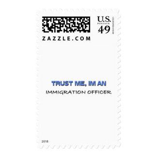 Confíe en que yo es oficial de la inmigración envio