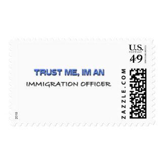Confíe en que yo es oficial de la inmigración sellos