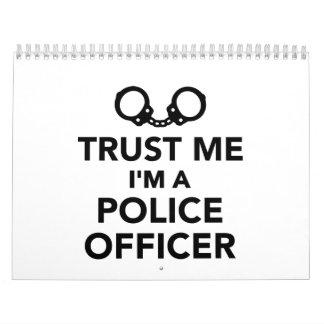 Confíe en que yo es oficial de policía calendario de pared