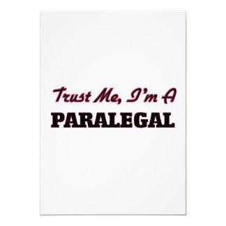 """Confíe en que yo es Paralegal Invitación 5"""" X 7"""""""