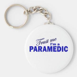 Confíe en que yo es paramédico llavero redondo tipo pin
