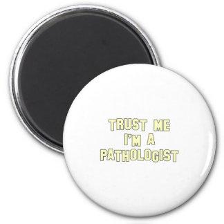 Confíe en que yo es patólogo imán redondo 5 cm