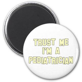 Confíe en que yo es pediatra imán redondo 5 cm