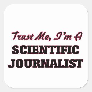 Confíe en que yo es periodista científico calcomanías cuadradas personalizadas