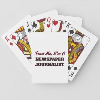 Confíe en que yo es periodista del periódico cartas de póquer