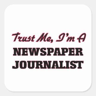 Confíe en que yo es periodista del periódico pegatina cuadrada