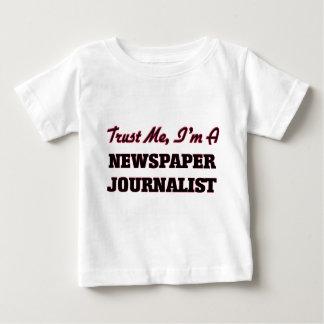 Confíe en que yo es periodista del periódico playeras