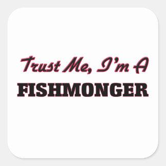 Confíe en que yo es pescadero pegatina cuadrada