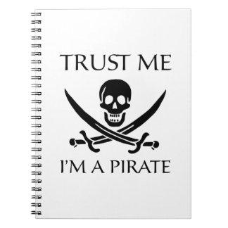 Confíe en que yo es pirata spiral notebook