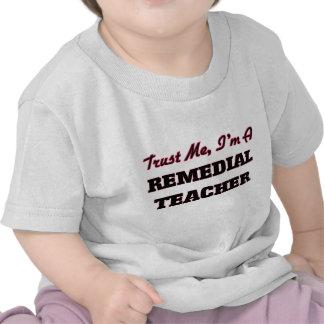 Confíe en que yo es profesor remediador camiseta