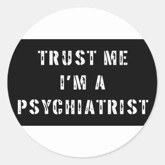 Confíe en que yo es psiquiatra pegatina redonda