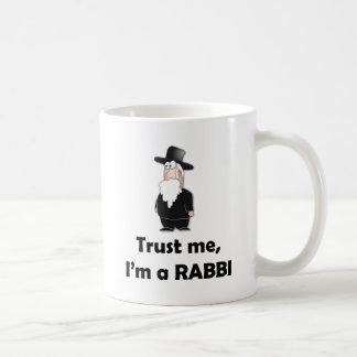 Confíe en que yo es rabino - humor judío divertido taza básica blanca