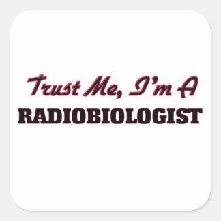 Confíe en que yo es radiobiólogo pegatina cuadrada