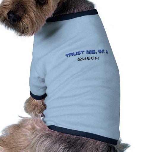 Confíe en que yo es reina camiseta con mangas para perro