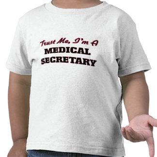 Confíe en que yo es secretaria médica camisetas