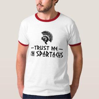 Confíe en que yo es Spartacus Playera