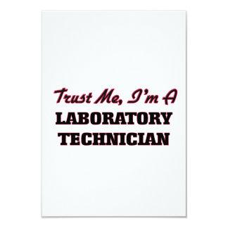 Confíe en que yo es técnico de laboratorio invitación 8,9 x 12,7 cm