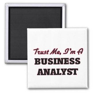 Confíe en que yo es un analista del negocio imán cuadrado