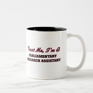 Confíe en que yo es un asistente de investigación taza de café