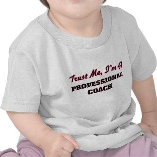 Confíe en que yo es un coche profesional camisetas