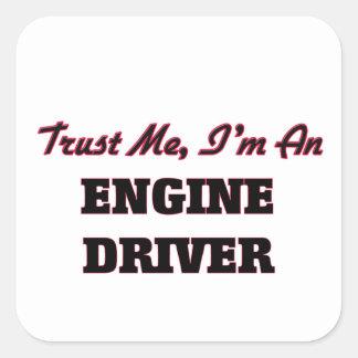 Confíe en que yo es un conductor de motor calcomanías cuadradass personalizadas