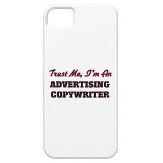 Confíe en que yo es un Copywriter de la publicidad iPhone 5 Case-Mate Cárcasas