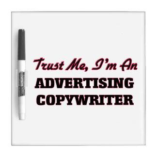 Confíe en que yo es un Copywriter de la publicidad Pizarras