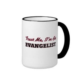 Confíe en que yo es un evangelista taza a dos colores