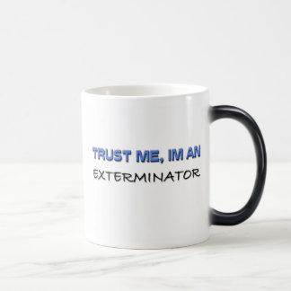 Confíe en que yo es un Exterminator Taza De Café