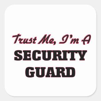 Confíe en que yo es un guardia de seguridad calcomanía cuadradase