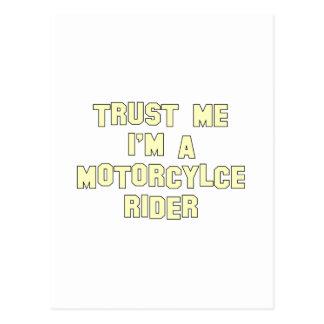 Confíe en que yo es un jinete de la motocicleta postal