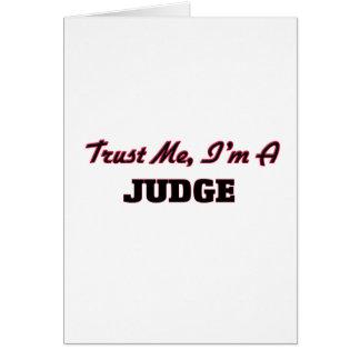Confíe en que yo es un juez felicitación