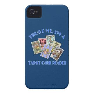 Confíe en que yo es un lector de la carta de tarot iPhone 4 Case-Mate protector