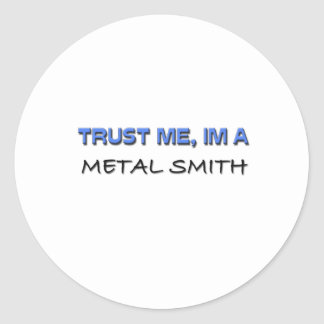 Confíe en que yo es un metal Smith Pegatina Redonda